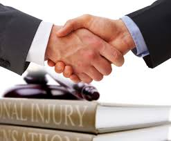 Hiring a Personal Injury Lawyer: 3 Advantages